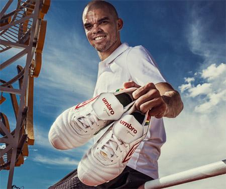 Umbro lança chuteira Speciali Eternal personalizada para Pepe