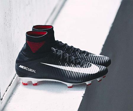 Pitch Dark: Nike lança novo pacote com chuteiras pretas