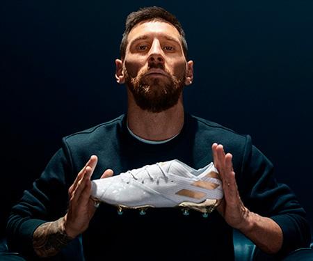 Messi recebe da Adidas chuteira por 15 anos de carreira