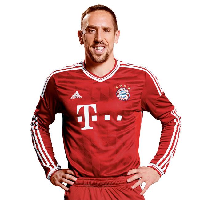 Ribery apresentou as camisas longas da próxima temporada