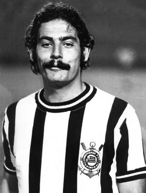 Roberto Rivellino usa camisa listrada em 1971