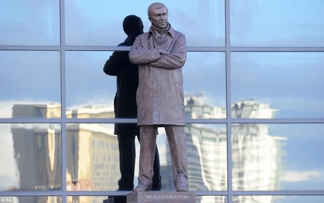 Alex Ferguson foi homenageado com uma estátua no Old Trafford