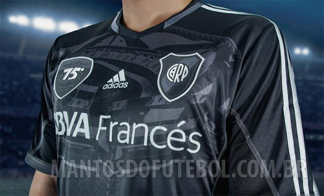 camisa do River Plate em homenagem ao Monumental de Nuñez