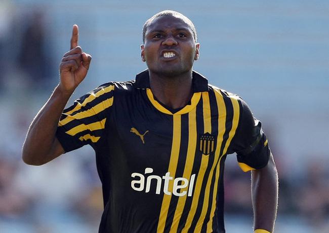 Camisa histórica do Peñarol era metade preta, metade listrada