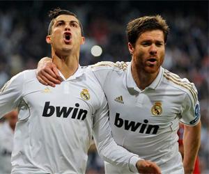 Cristiano Ronaldo e Xabi Alonso discutem sobre Nike x Adidas capa