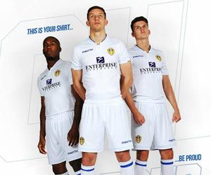 Camisas do Leeds United 2014-2015 Macron capa