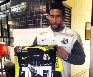 Camisa comemorativa pelos 100 jogos do goleiro Aranha capa