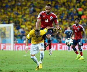 Camisa de Zuñiga do jogo contra o Brasil na Copa vai à leilão