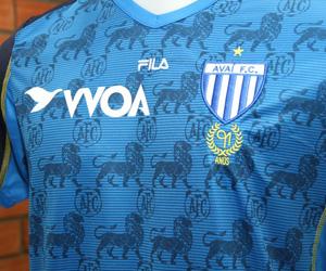 Terceira camisa do Avaí 91 anos Fila capa
