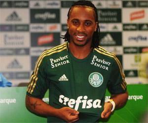 Arouca é o jogador que mais vende camisas no Palmeiras em 2015 capa