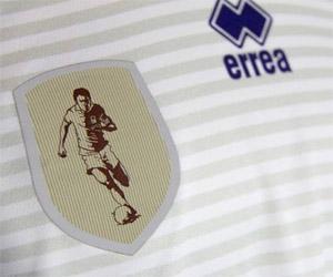 Camisa comemorativa 300 jogos Lucio Flávio Erreà capa