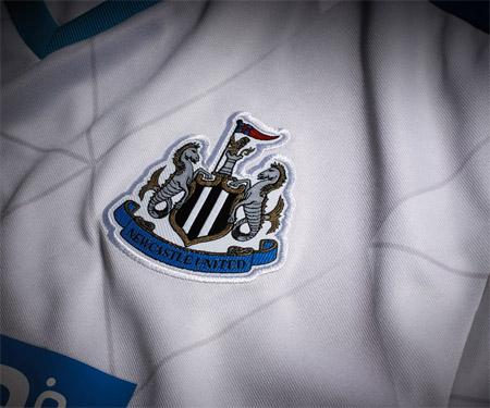 Camisas do Newcastle 2015-2016 Puma Reserva capa