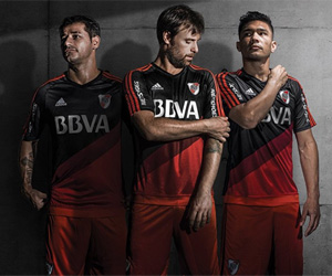 Terceira camisa do River Plate 2015-2016 Adidas capa