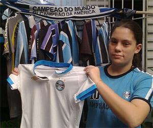 Umbro envia camisa do Grêmio para leitora do Mantos do Futebol