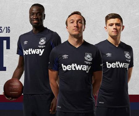 Terceira camisa do West Ham 2015-2016 Umbro capa
