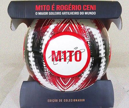 Bola comemorativa à carreira de Rogério Ceni capa