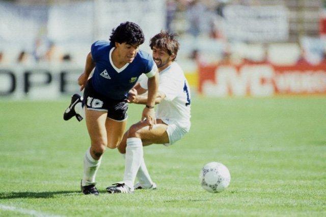Acima, a camisa usada pela Argentina durante as oitavas de final contra o Uruguai.
