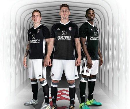 """Fulham veste uniforme 2016-2017 na Premier League para evitar """"kit clash"""""""