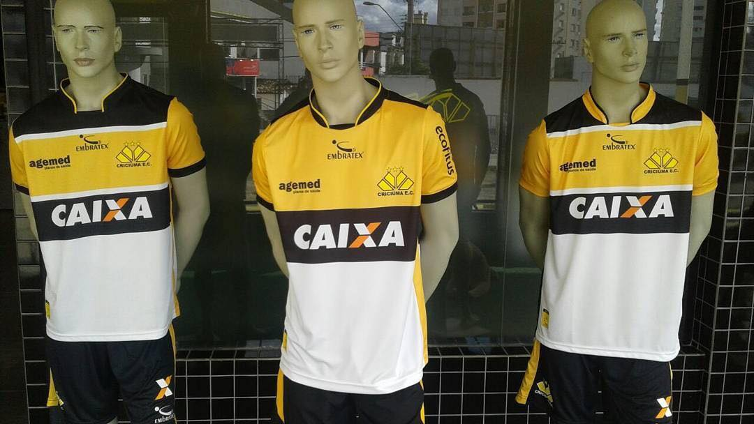 Após pedidos, Criciaúma coloca três camisas para torcida escolher