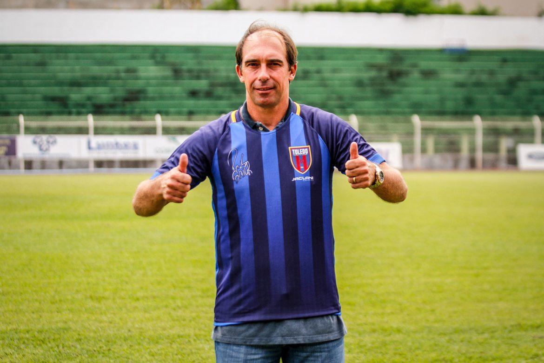 Toledo EC lança camisa especial para o treinador Paulo Baier