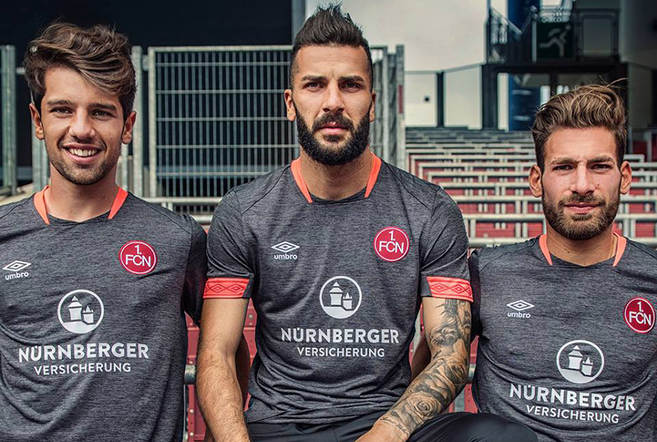 Terceira camisa do Nuremberg 2018-2019 Umbro abre