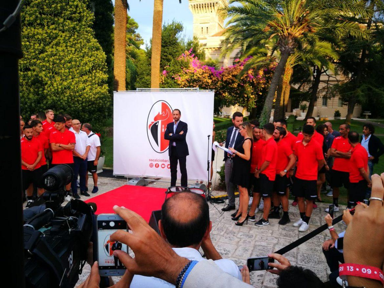 SSC Bari lança novo escudo após falência