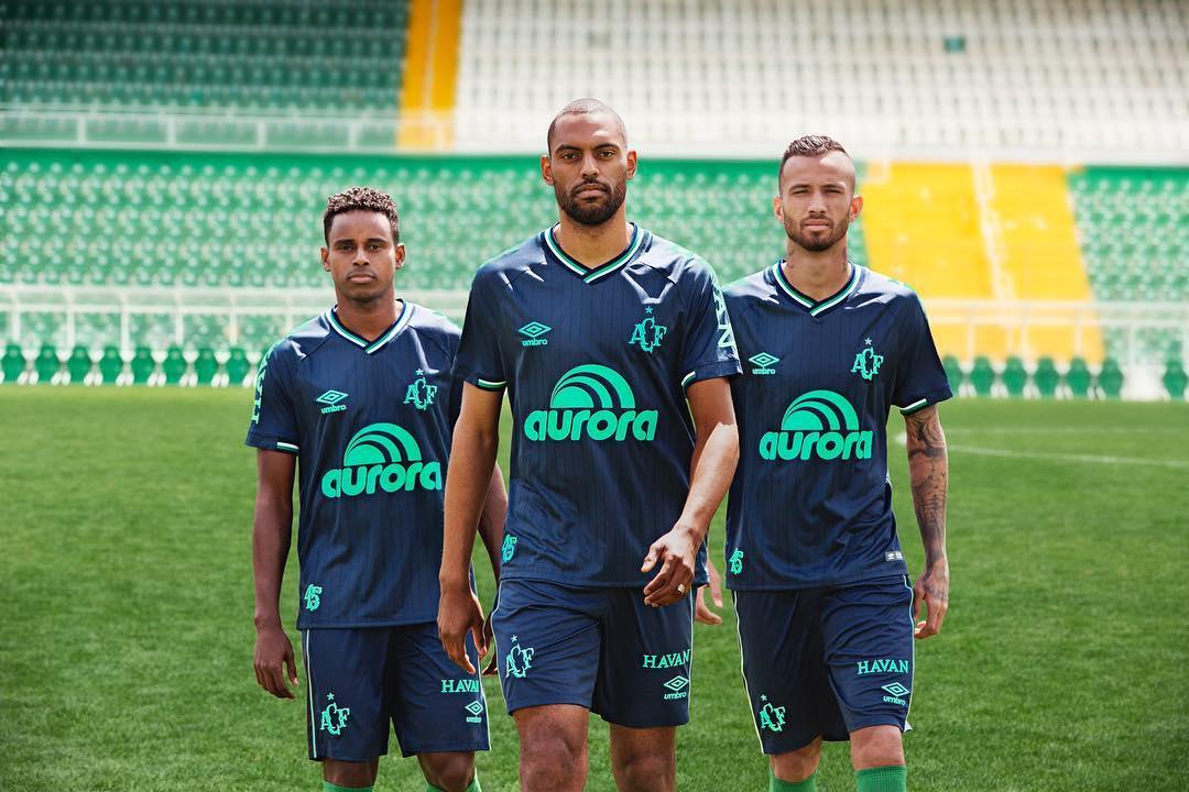 Terceira camisa da Chapecoense 2018-2019 Umbro abre