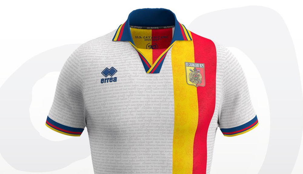 Camisa dos 90 anos do US Catanzaro 2019 Erreà abre