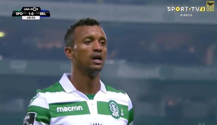 Nani atua com escudo do Sporting ao contrário na camisa