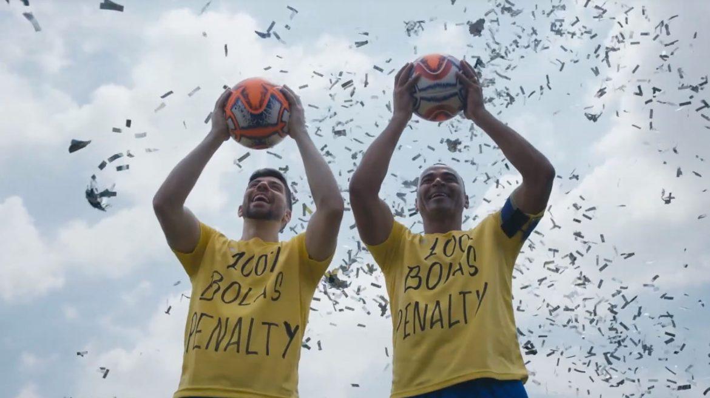 Bola é Penalty Cafu