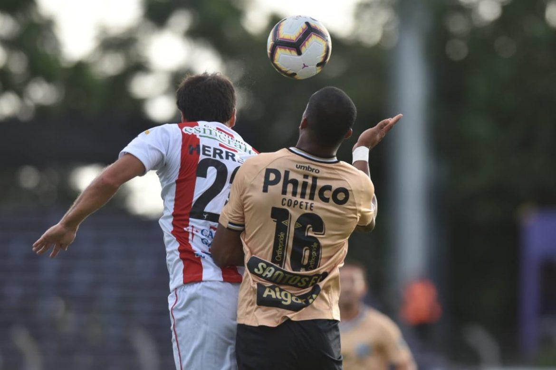 Santos improvisa nomes na camisa sul-americana
