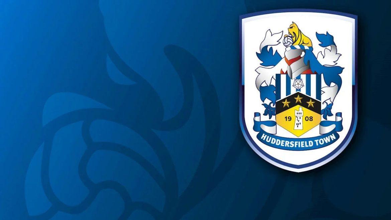 novo escudo do Huddersfield Town abre
