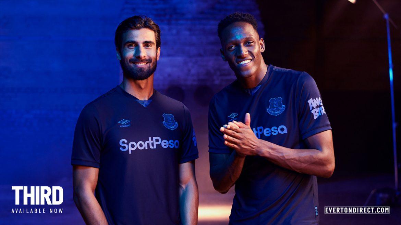 Terceira camisa do Everton 2019-2020 Umbro abre