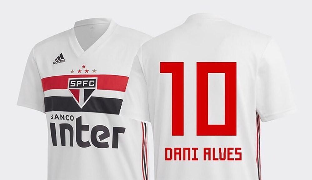 Camisa 10 do São Paulo FC Dani Alves abre