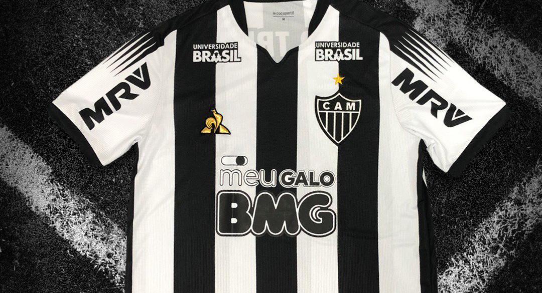 Camisa do Atlético-MG BMG preto e branco abre