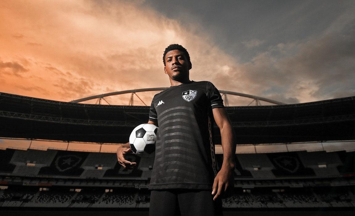 Camisa reserva do Botafogo é eleita a mais bonita do Brasileirão 2019