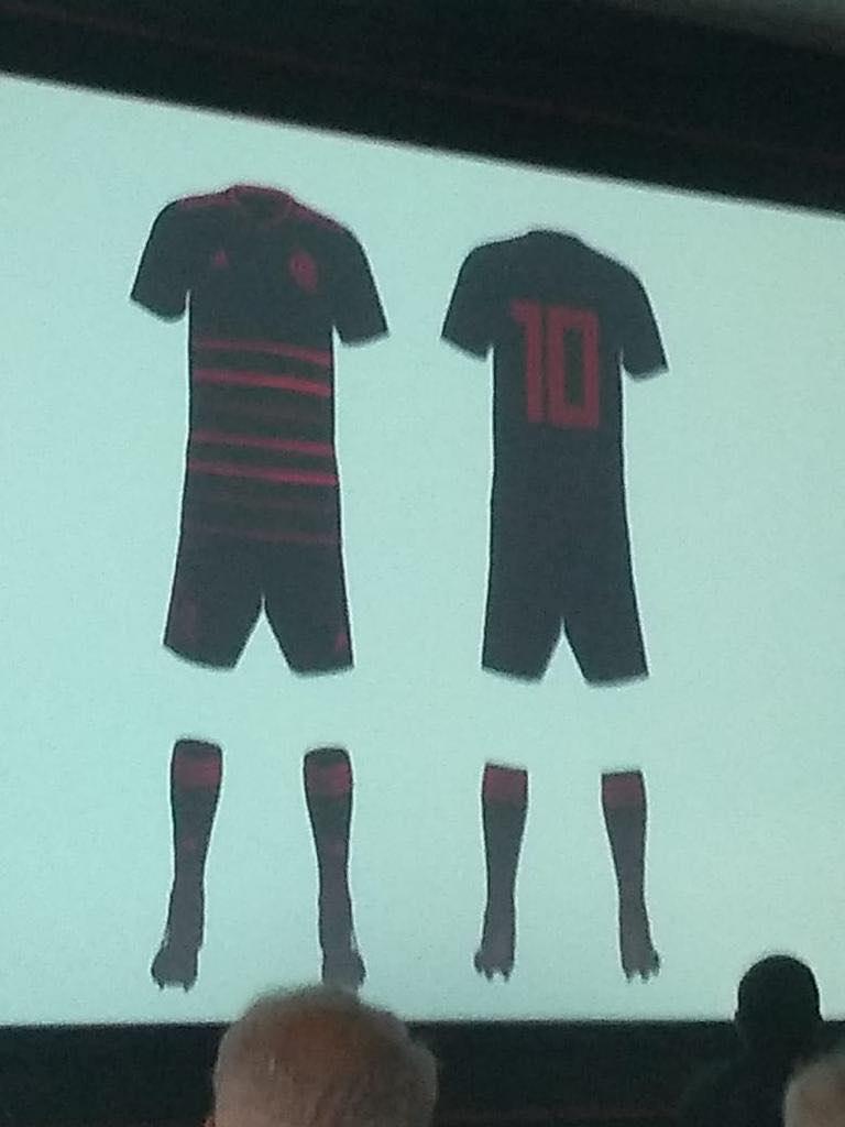 Camisa reserva do Flamengo para 2020 tem imagem vazada na web