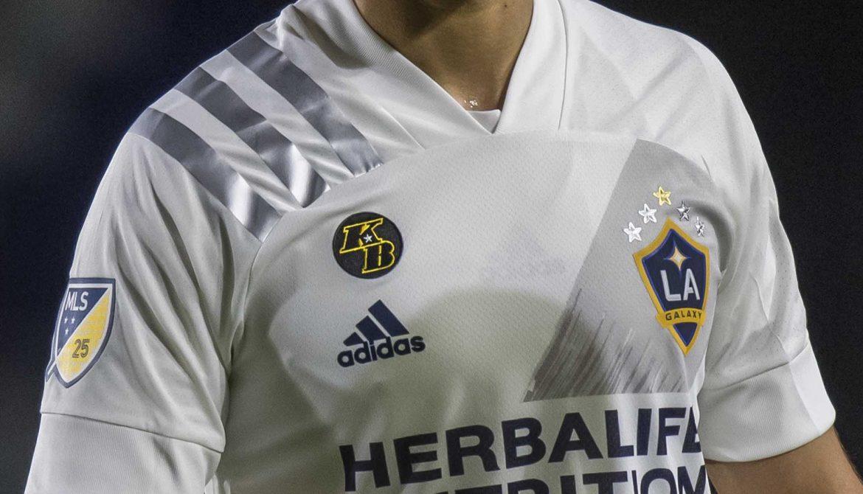 LA Galaxy homenageia Kobe Bryant em sua camisa