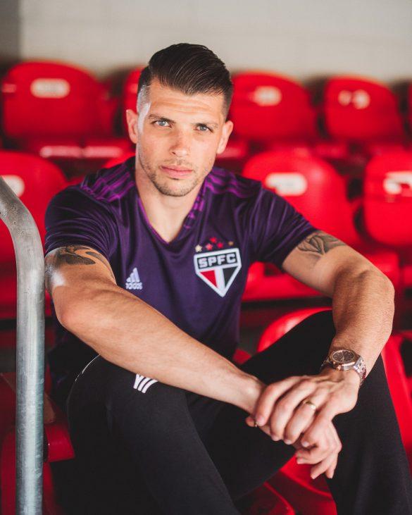 Adidas lança camisas de goleiro 2020 para Flamengo e São ...