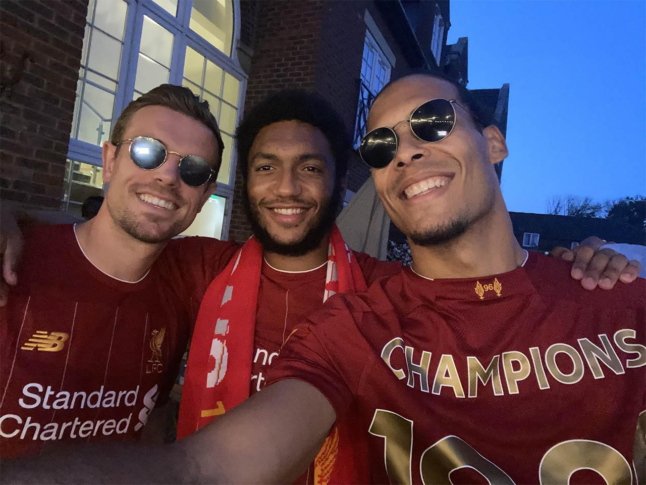 Liverpool lança camisa para celebrar título da Premier League 19-20