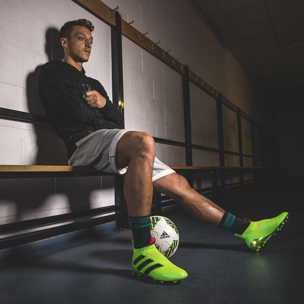 Ozil Adidas 2