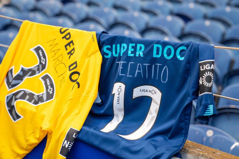 FC Porto atua com nomes de jogadores escritos à mão em homenagem à profissionais de saúde