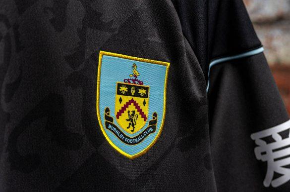 Novas camisas do Burnley FC 2020-2021 Umbro » Mantos do ...