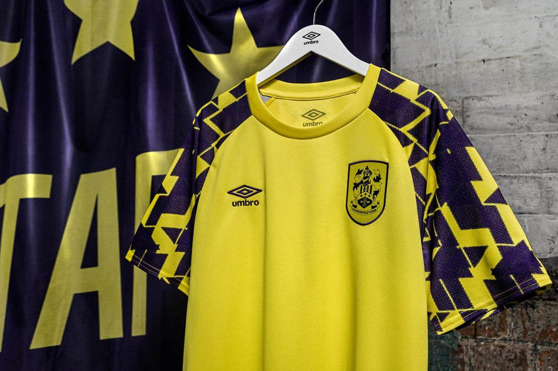 Terceira camisa do Huddersfield Town 2020-2021 Umbro