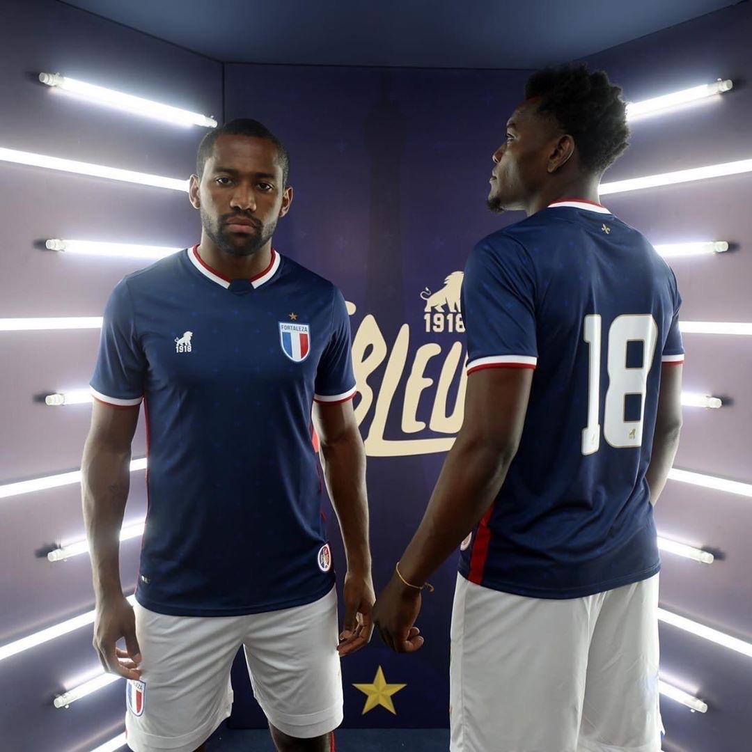 Les Bleus: Terceira camisa do Fortaleza 2020-2021 Leão 1918