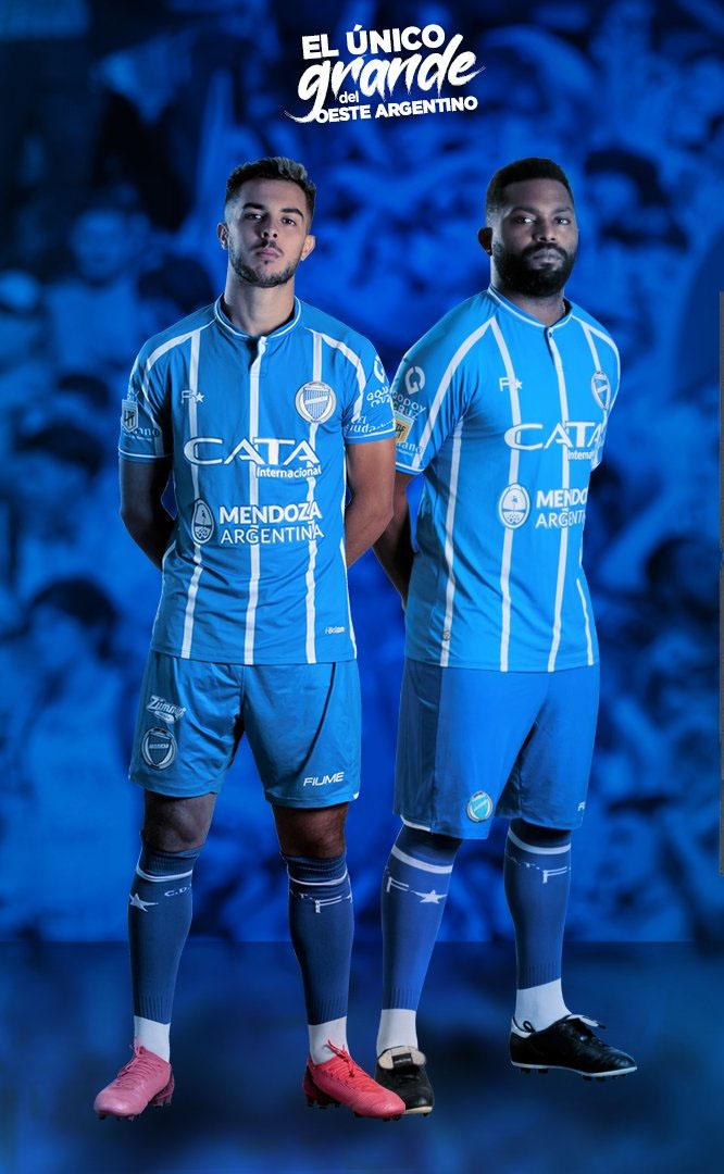 https://assets-mantosdofutebol.sfo2.digitaloceanspaces.com/wp-content/uploads/2020/12/Camisas-do-Godoy-Cruz-2021-Fiume-Sport-3.jpg