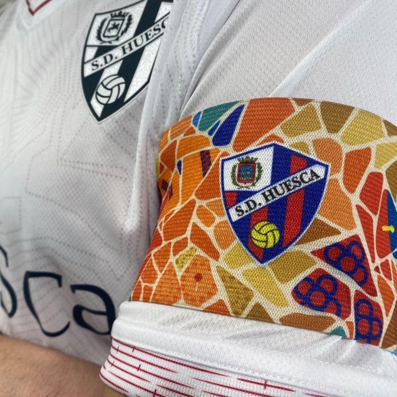 Huesca homenageará Barcelona na braçadeira de capitão