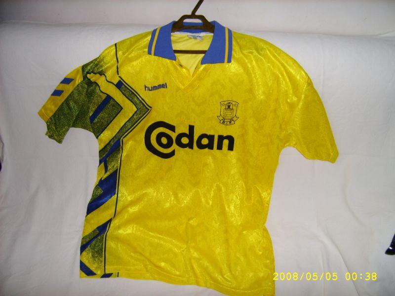 Brøndby IF lança camisa em homenagem a Per Nielsen