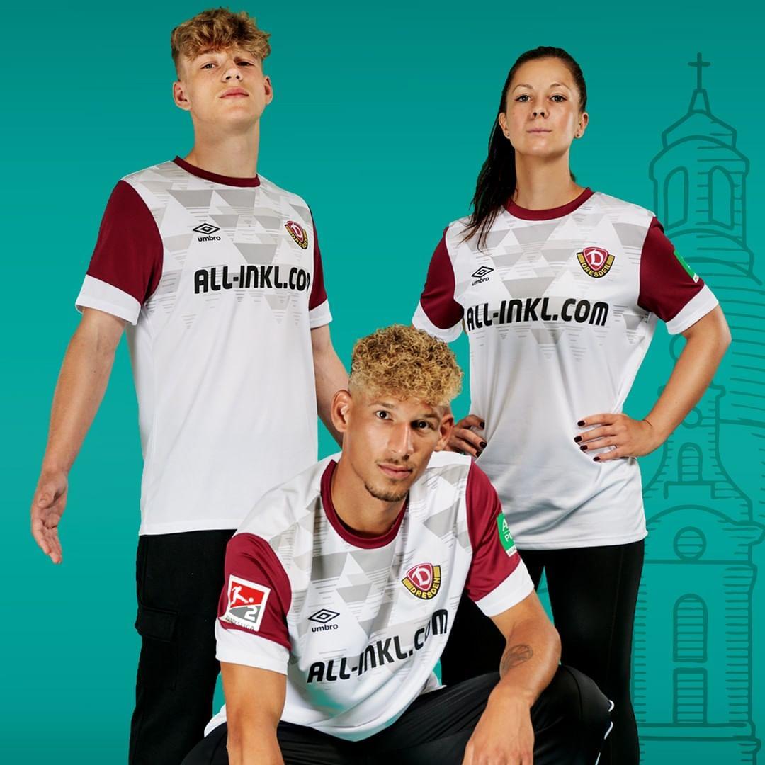 Terceira camisa do Dynamo Dresden 2021-2022 Umbro