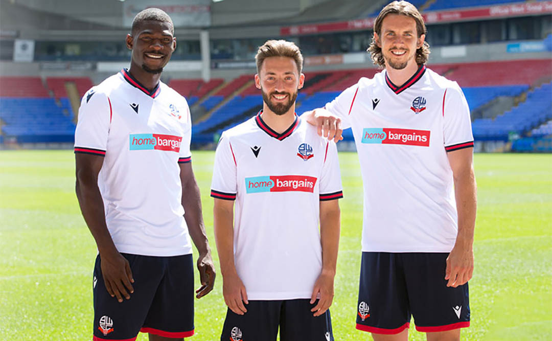 Camisas do Bolton Wanderers 2021-2022 Macron a